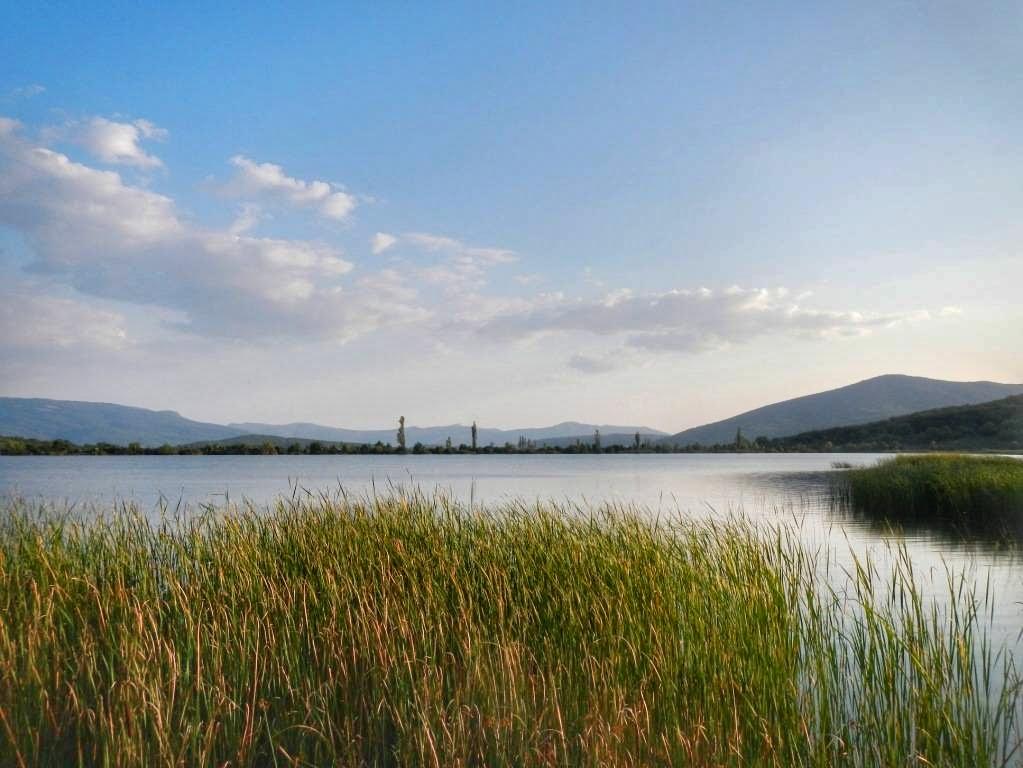 Озеро в Байдарской долине