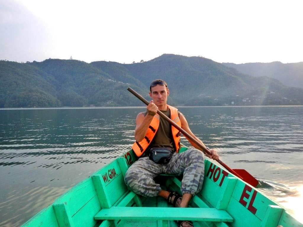 Покхара. На озере Фева