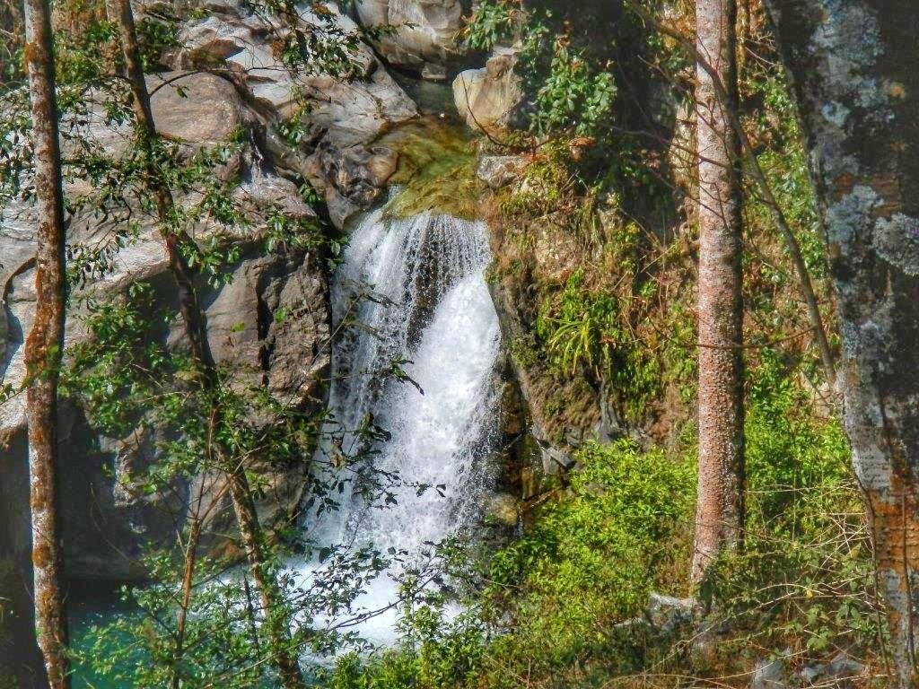 Водопад на треке к Аннапурне