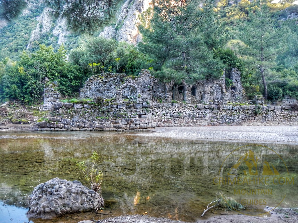 Развалины ликийского города Олимпос