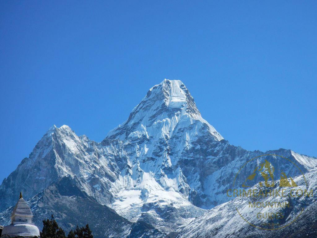 Треккинг к базовому лагерю Эвереста. Вид на Ама Даблам