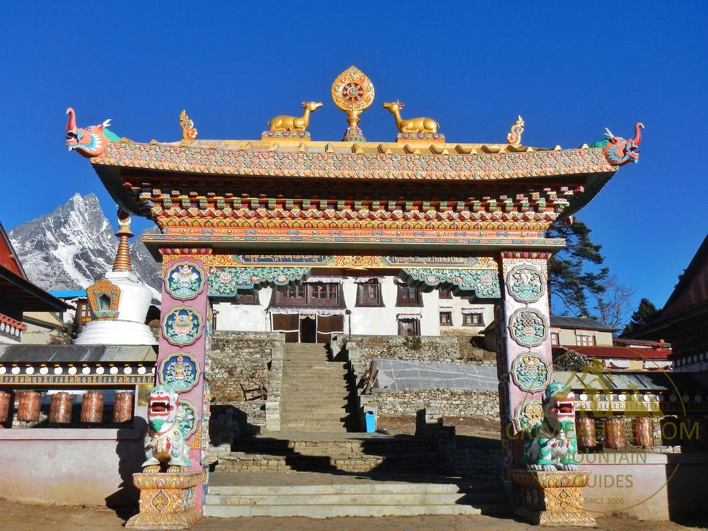 Ворота в монастырь Тенгбоче