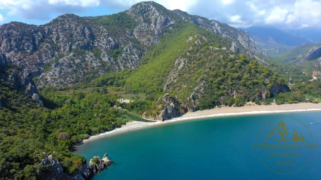 Восточная часть пляжа Чиралы